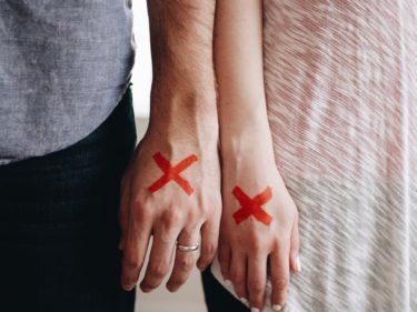 不倫はどこから罪になるのか。心が感じる境界線と社会的・法的なボーダーライン&それぞれのリスク